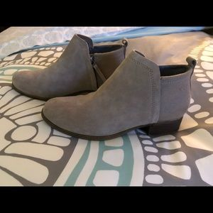 Toms tan bootie / ankle boots